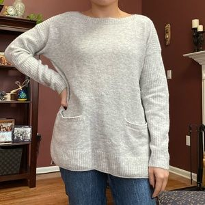 Abercrombie & Fitch light gray pocket sweater